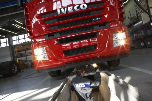 Gesetzliche Sicherheitsprüfung SP eines IVECO LKW in Schäflein Truck Service Werkstatt Schweinfurt